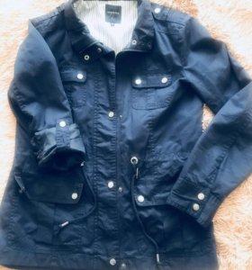 Куртка женская темно-синего цвета. Стиль милитари.