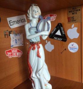 Статуэтка «женщина с лирой «