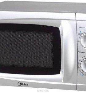 Микроволновая печь Midea MM720CKЕ-S