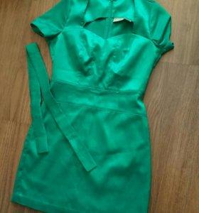 Шёлковое платье цвета изумруда