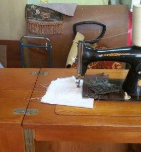 Ножная швейная машинка