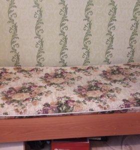 Кровать с матрасом длина 2,10 м., ширина 0,90 м.