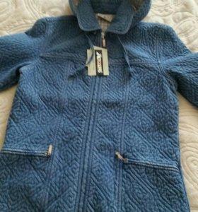 Прекрасная джинсовая куртка с капюшоном