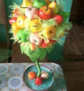 Топиарийй из фруктов.