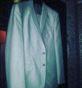 Очень красивый костюм с серебристым оттенком
