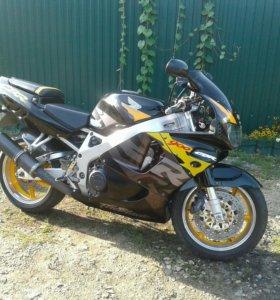 Спортивный мотоцикл Honda CBR 900RR
