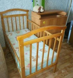 Кроватка детская и комод-пеленальник