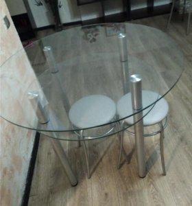 Стол стеклянный(без табуреток)