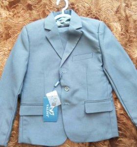 Новый костюм. Пиджак, жилетка и брюки
