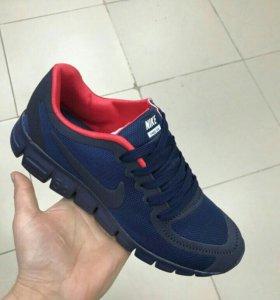 Новые кроссовки, размер 42. в размер