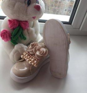 Новые Лаковые ботиночки 27 размер