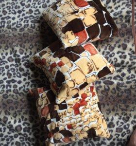 Три маленькие подушки диванные с наволочками