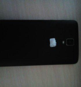Телефон Micromax q333