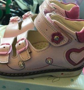 Новая детские сандали