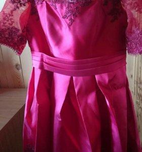 Платье  атласное с вышивкой