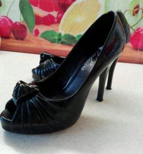 Туфли лак с открытым носиком