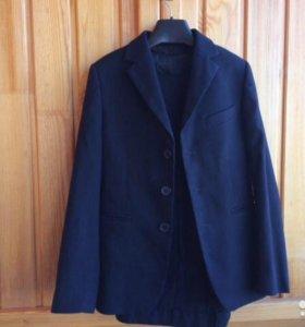 Продам школьный костюм-тройку Лига, 134