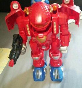 Новый робот, стреляет, ходит, говорит
