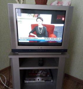 Телевизор LG ; видеомагнитофон и тумбочка