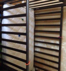 Продам кровать с бортиками и матрацем