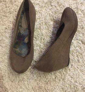 Женская обувь в Краснодаре - купить модные туфли, сапоги, кроссовки ... 29e7dbf8c08