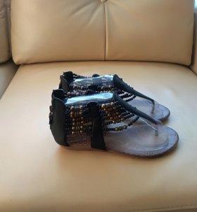 Босоножки сандали черные 39 размер новые