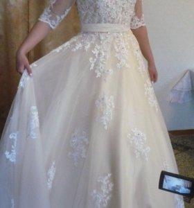 Свадебное платье(цвет-шампань)