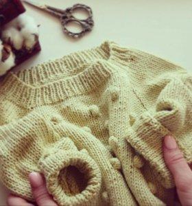 Детский пуловер с шишечками