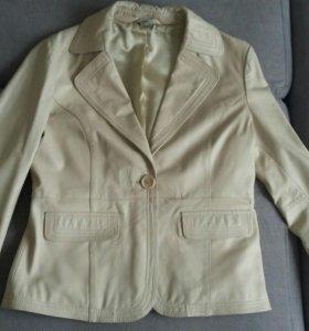 Продам кожаную куртку в отличном состоянии
