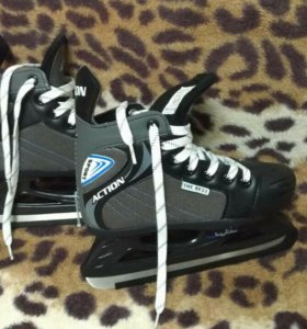 Детские новые хоккейные коньки