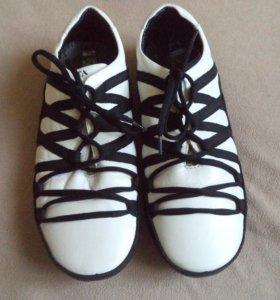 Кожаные кроссовки 42 размер