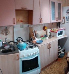 Кухонный гарнитур с газовой плитой и умывальником