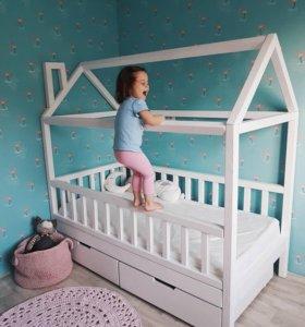 Кроватка-домик-игровая. Новая