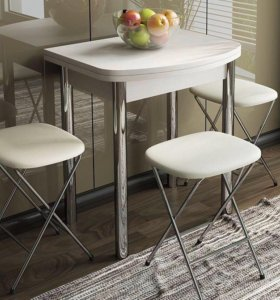 Стол обеденный с металлическими ножками