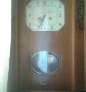 """Продам часы с механическим боем марки""""очз янтарь"""""""