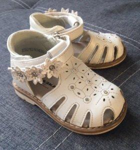 Профилактические сандальки для маленькой принцессы