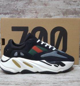 Кроссовки adidas 700 yeezy
