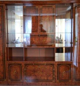 Лакированная мебельная стенка