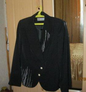 Пиджак с отделкой под золото
