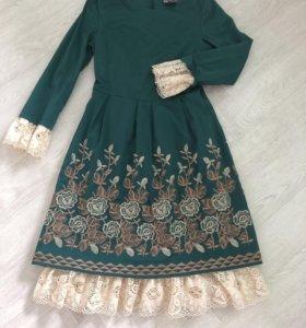 Платье оригинальное с кружевом