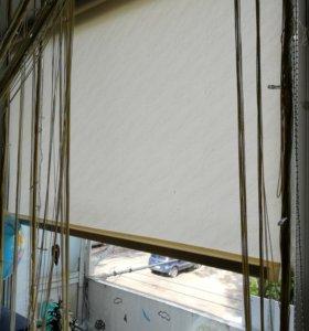 Рулонные жалюзи на балконный блок.