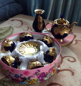 Чайный сервиз с вазой и чайником