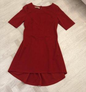 Оригинальное платье красное