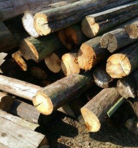 Бревна на дрова.