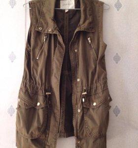 Куртка без рукавов / жилетка
