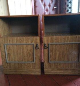Две прикроватные тумбочки за 300 рублей