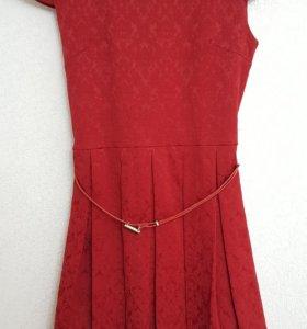 Платье одевалось 2 раза(на рост 158-164)