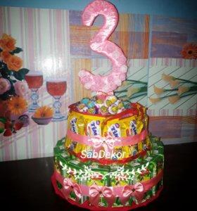 Тортик из сладостей, сока, бисквитов и др. В садик