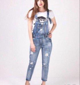 Новый джинсовый комбинезон 28 размер