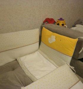 Бортики на кроватку и подушечка